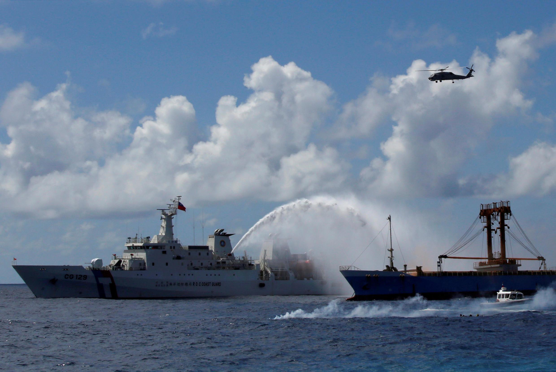 Một tàu tuần duyên Đài Loan tham gia diễn tập cứu hộ ngoài khơi đảo Ba Bình ngày 29/12/2016.
