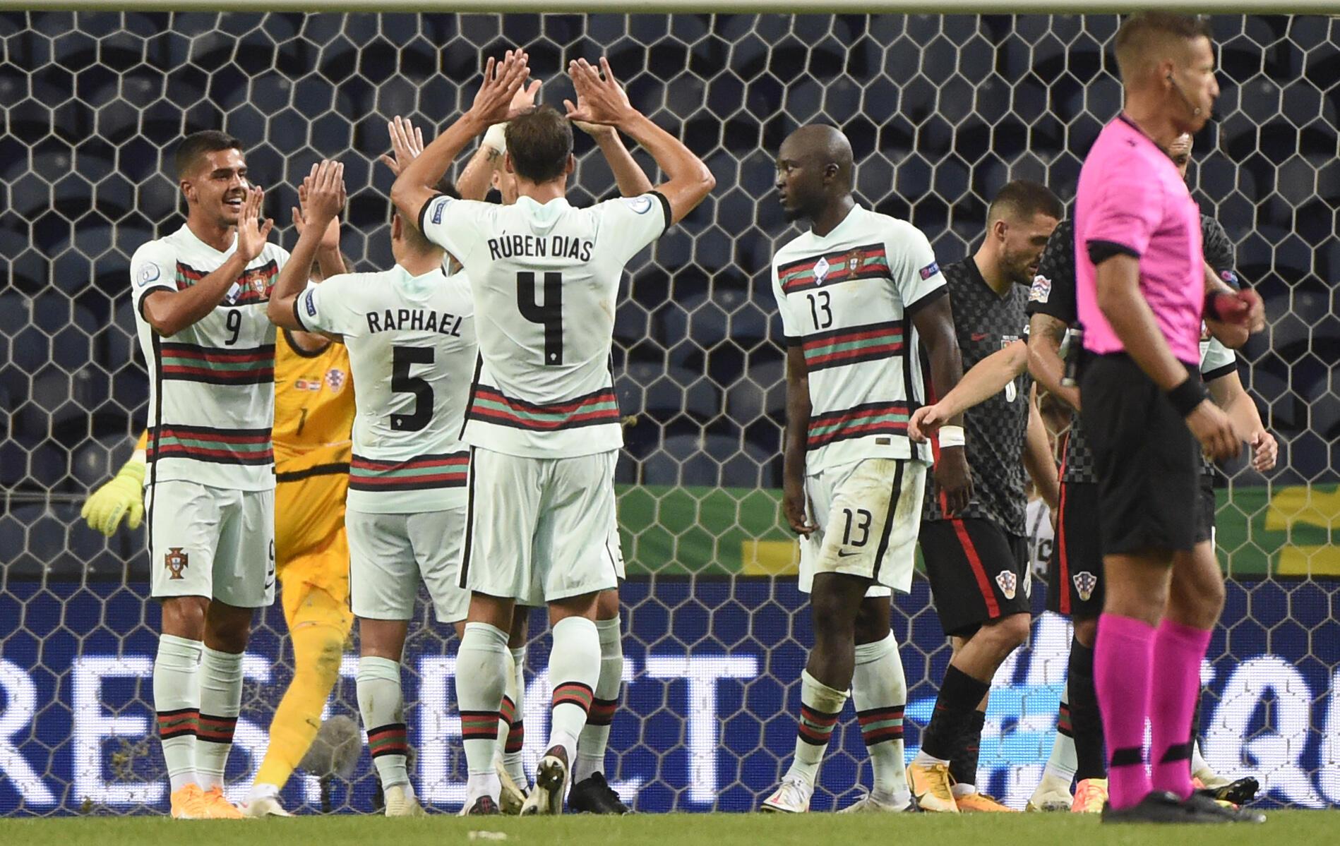 André Silva a festejar o seu golo