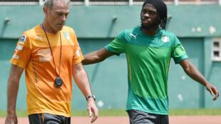 Michel Dussuyer, le coach des Eléphants et l'attaquant Gervinho.