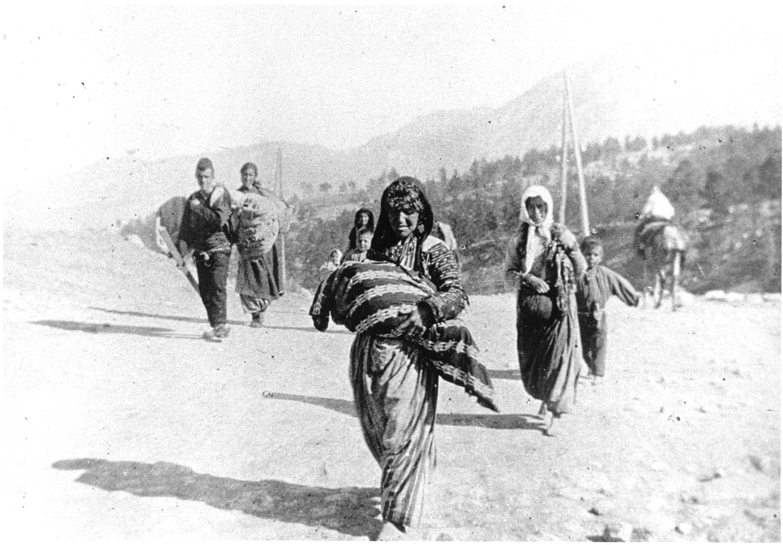 Семья депортированных армян. Фото архива. Автор - Armin Wegner, лейтенант германской армии, базирующийся в Османской империи
