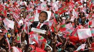 Des supporters du parti d'opposition Unita ce 25 août à Luanda.