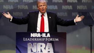 Donald Trump participa do congresso anual do NRA, a associação americana de atiradores, que apoia sua candidatura.