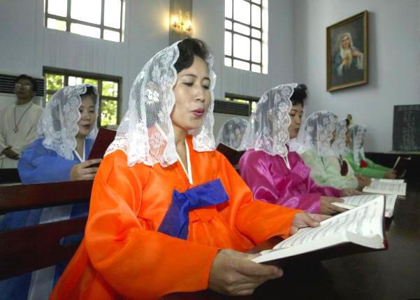 Bắc Triều Tiên không có quan hệ với Tòa thánh Vatican, chỉ có một nhà thờ Công giáo duy nhất ở Bình Nhưỡng - Reuters /Lee Jae-won