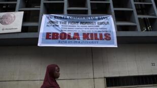 Campagne de prévention d'Ebola dans les rues de Freetown, capitale de Sierra Leone, le 23 septembre 2014.