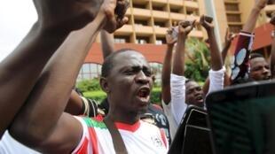 布基纳法索民众街头抗议。2015-09-19