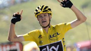 Christopher Froome, ciclista britânico com origens quenianas, veste a camisola amarela no Tour'2015.