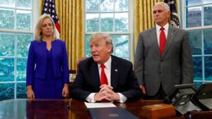 Tổng thống Donald Trump ký sắc lệnh ngừng cách ly trẻ nhập cư với gia đình, ngày 20/06/2018 tại Nhà Trắng.