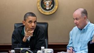 Barack Obama và cố vấn An ninh Tom Donilon. Ảnh  ngày 01/05/2011 tại Washington.
