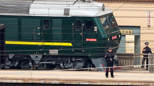 Xe lửa bọc thép của Bắc Triều Tiên, được cho là đã chở Kim jon Un sang Trung Quốc, rời nhà ga Bắc Kinh ngày 27/03/2018.