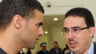 Taoufik Bouachrine, directeur de publication du quotidien Akhbar Al Yaoum (d), et le caricaturiste Khalid Gueddar, à Casablanca (photo d'octobre 2009).
