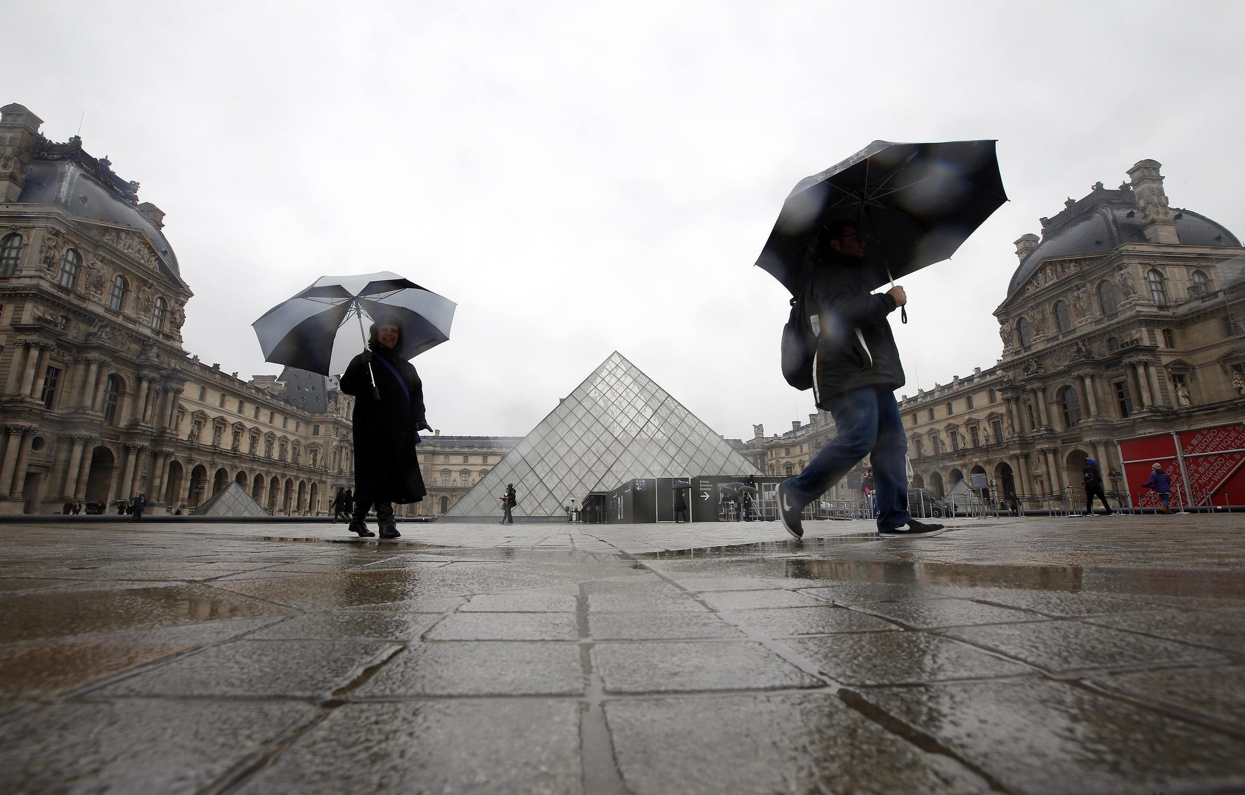 The Louvre museum in Paris deserted after the 13 November attacks
