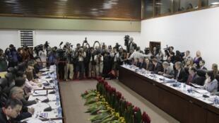 Representantes dos Estados Unidos e de Cuba debatem em Havana os pontos da reaproximação bilateral em 21 de janeiro de 2015.