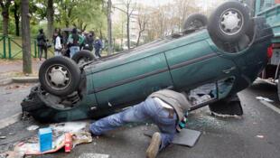 En 2009, le téléphone au volant avait causé plus de 7 000 accidents en France.