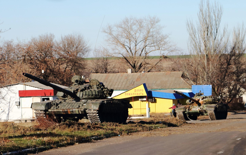 Chars d'assaut vus dans l'Est de l'Ukraine, le 22 novembre 2014.