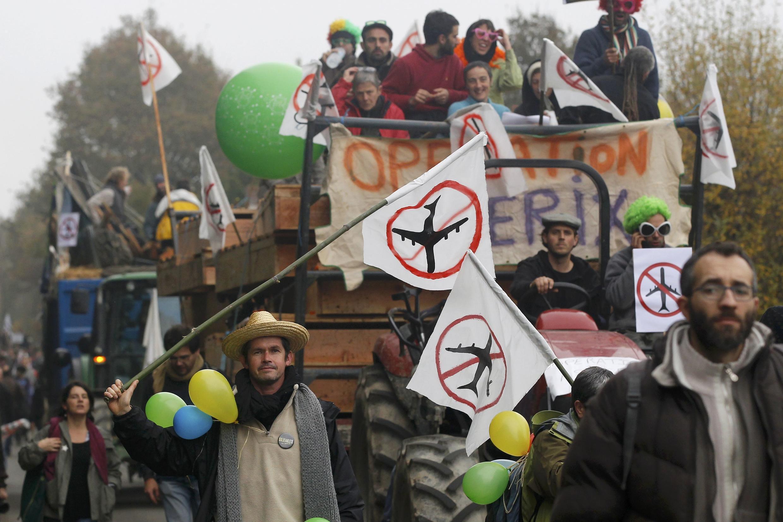 Манифестация протеста против строительства нового аэропорта вблизи французского Нанта, 17 ноября 2012