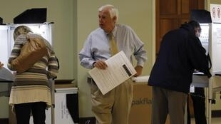 Tại một phòng phiếu của Washington ngày 2/11/10.