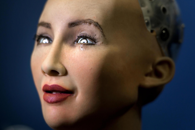 Sophia est le premier robot du monde à se voir accorder la citoyenneté par un Etat.