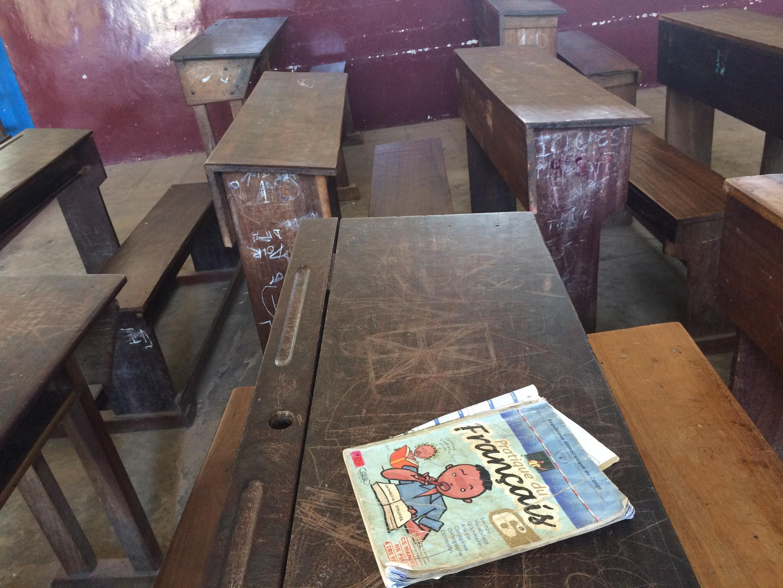 Une salle de classe du le collège Saint-Louis de Kananga, le plus grand collège du Kasaï-Central (RDC)
