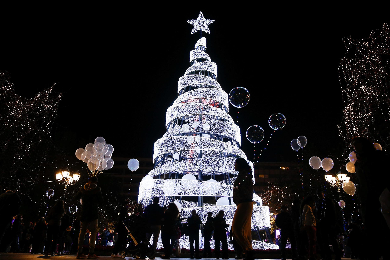 Ель на площади Синтагма в Афинах, Греция.