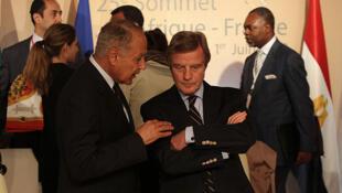Le ministre français des Affaires étrangères, Bernard Kouchner, le 30 mai, à Nice.