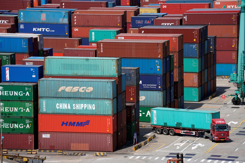 Des containers dans le port de Shanghai, le 10 avril, 2018.