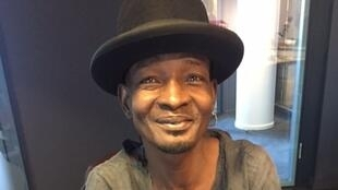 Kossi Efoui en studio à RFI (20 octobre 2017).