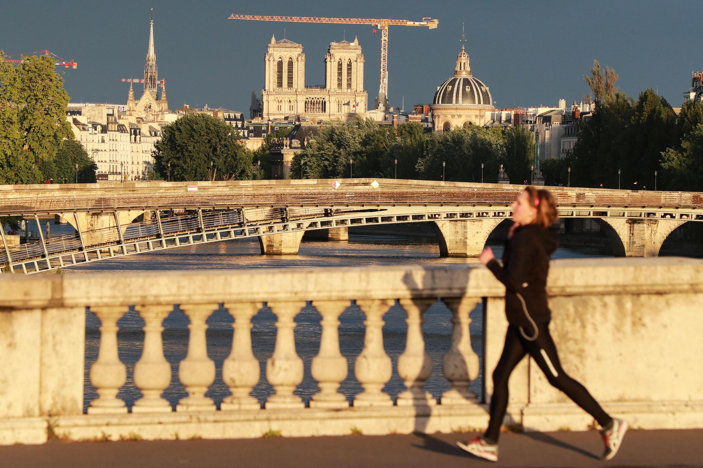 Nhà Thờ Đức Bà, sông Seine Paris, thời Covid-19. Ảnh chụp ngày 30/04/2020