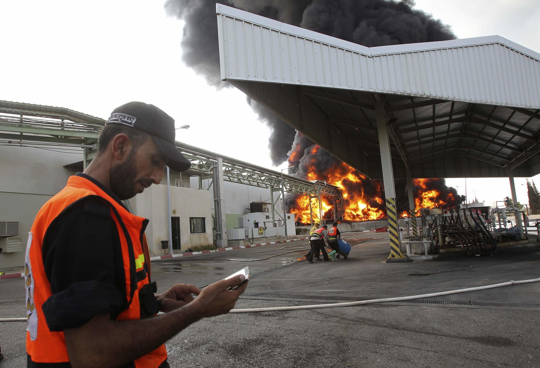 A única central elétrica de Gaza parou de funcionar após bombardeios do exército israelense nesta terça-feira, 29 de julho de 2014.