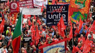 Milhares de pessoas responderam à convocação da organização sindical Trades Union Congress (TUC)