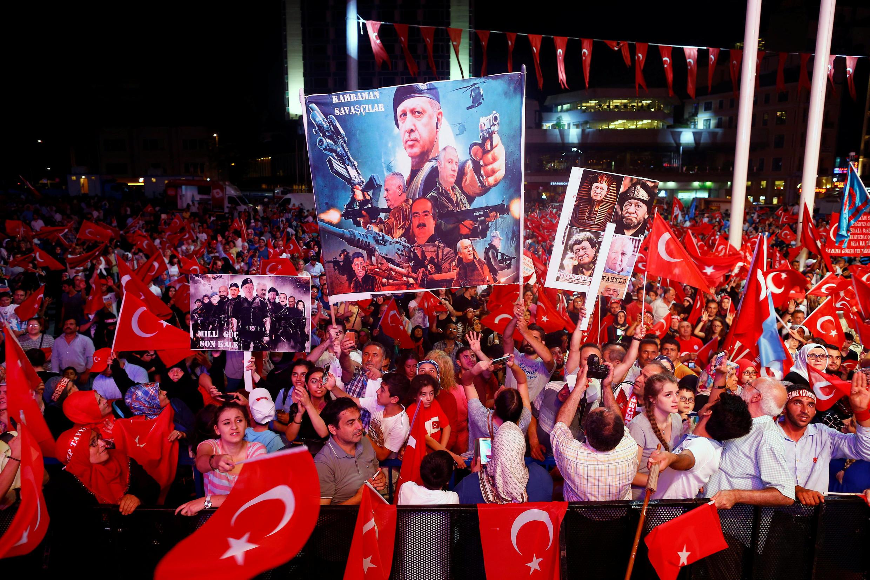 Biểu tình tại quảng trường Taksim - Istanbul - ngày 10/08/2016.