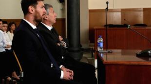 Lionel Messi e Jorge Messi no banco dos réus em Barcelona