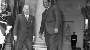 Paris, Palais de l'Elysée.18 juillet 1967. Jacques Foccart, chargé des relations africaines, et Hubert Maga, président du Dahomey.