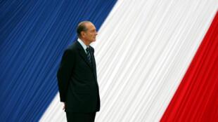 O Presidente francês Jacques Chirac durante uma cerimônia no Jardim de Luxemburgo em Paris, França, em 10 de Maio de 2006.