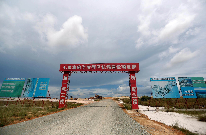 Lối vào một sân bay do tập đoàn Trung Quốc Union Development Group xây dựng ở Koh Kong, Cam Bốt, từ đây có thể đi thẳng đến các bãi biển Sihanoukville.