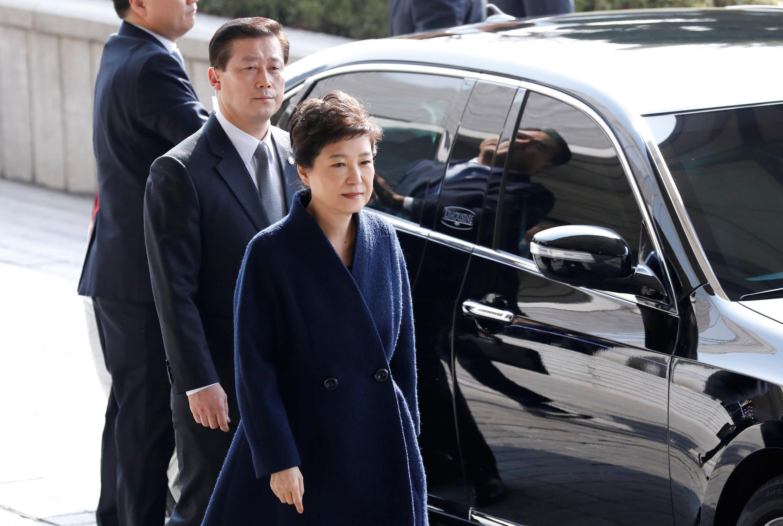 Tổng thống bị phế truất Park Geun Hye tới Viện Công Tố ở Seoul, ngày 21/03/2017.