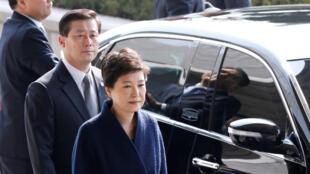 La présidente déchue Park Geun-hye arrive aux locaux du parquet sud-coréen à Séoul, le 21 mars.