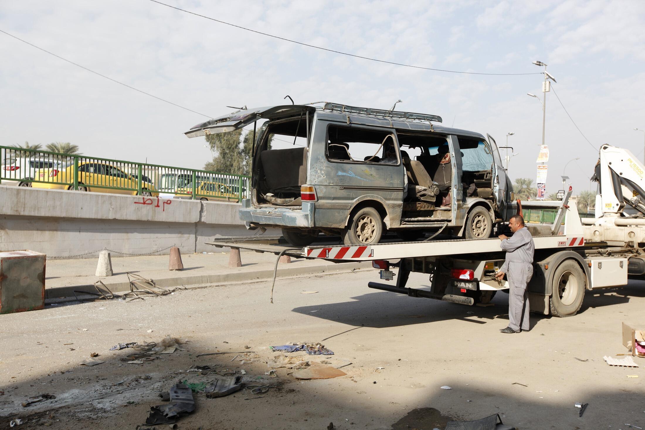 Остов одного из взорванных автомобилей, Багдад, 8 декабря 2013 года