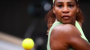 L'Américaine Serena Williams face à sa compatriote Danielle Collins au 3e tour de Roland-Garros, le 4 juin 2021.