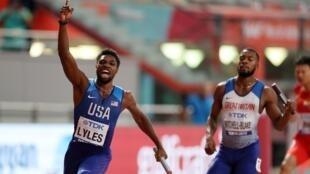 Noah Lyles ran the anchor leg for the victorious American 4x100m team.