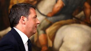 Le président du Conseil Matteo Renzi après avoir annoncé sa démission lors d'une conférence de presse, le 5 décembre 2016.