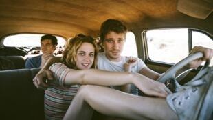 《在路上》影片的布景和爵士樂傳達了五六十年代的氣氛。