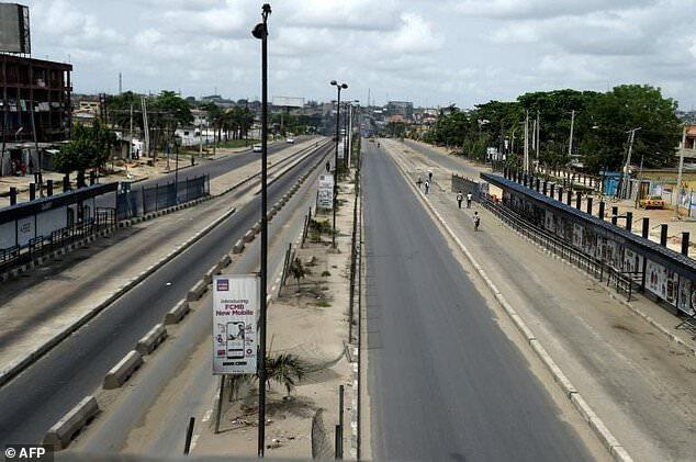 Une rue déserte à Lagos, au Nigeria, pendant le confinement en avril 2020.