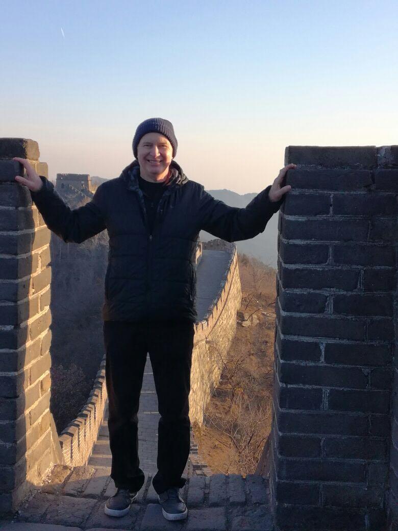 O brasileiro Júlio Barreiro na Muralha da China
