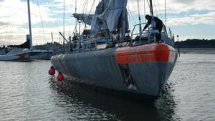 Tribord : partie située à droite d'un voilier pour un observateur regardant vers l'avant.