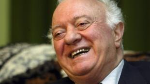 Eduard Shevardnadze concede entrevista a agência Reuters, em novembro de 2003