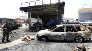 Au moins dix personnes sont mortes dans l'explosion d'une station-essence à Jalalabad en Afghanistan, le 10 juillet 2018.