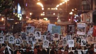 Mobilisation à Montevideo en hommage aux disparus de la dictature (1973-1985). Les manifestants réclament que justice soit faite.
