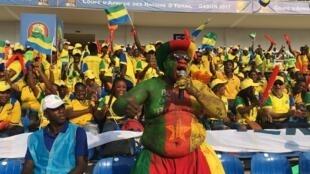 CAN 2017: des supporters gabonais et camerounais, le 14 janvier 2017.