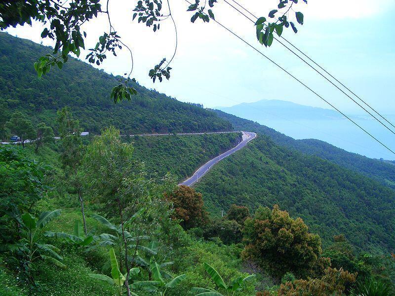 Đèo Hải Vân. Dự án khu nghỉ dưỡng ở Mũi Cửa Khẻm gây lo ngại về an ninh quốc phòng của Việt Nam.