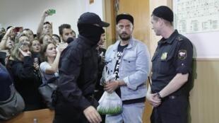 Кирилла Серебренникова доставили в Басманный суд, 23 августа 2017 года, Москва.